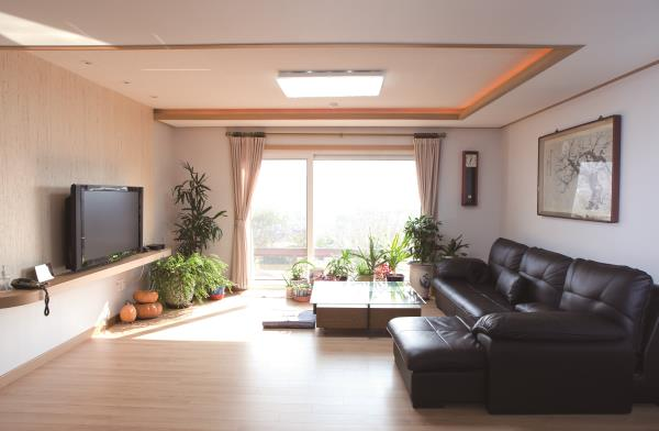 소박한 행복의 문을 여는 집 하동 경량 목조주택