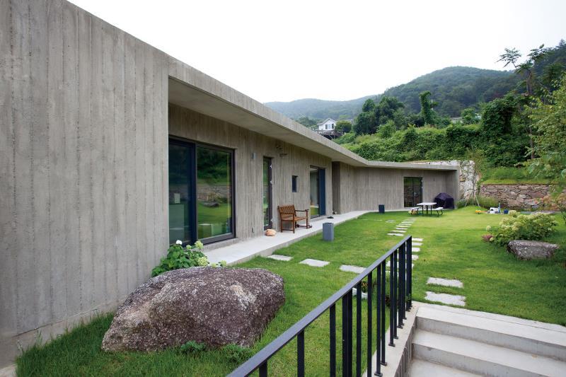 [양평 철근콘크리트주택] 독특한 입면계획으로 상상을 자극하는 집